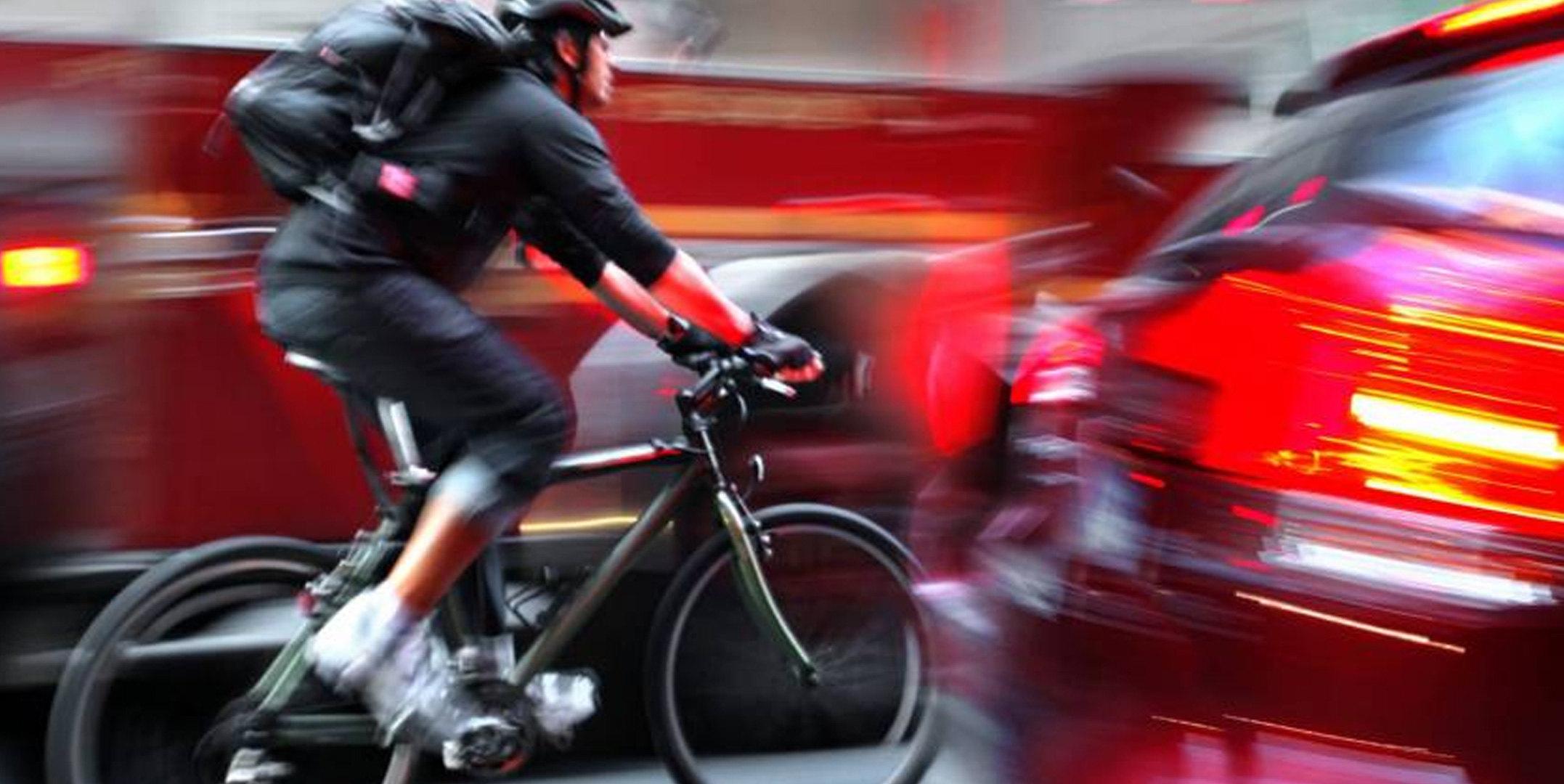 Bici: le accortezze per pedalare più sicuri in strada