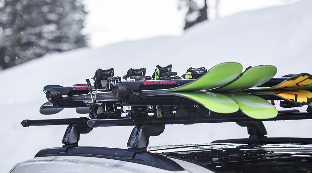 Come trasportare gli sci e gli snowboard in auto